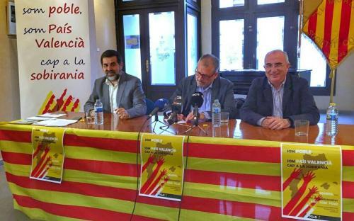 Foto d'arxiu: signatura de la Confederació d'Entitats Sobiranistes dels Països Catalans