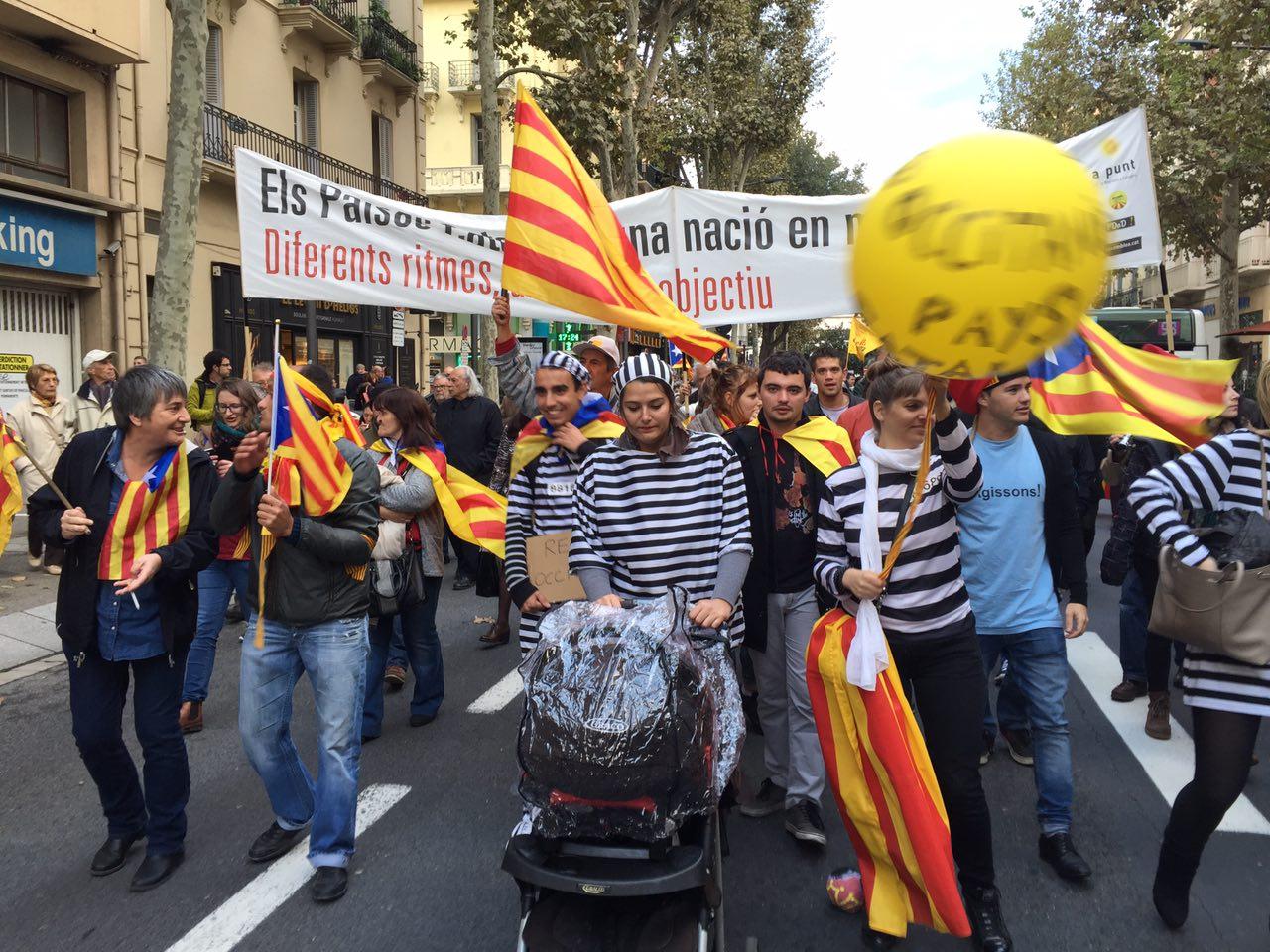 Pancarta de la Confederació d'Entitats Sobiranistes dels Països Catalans, diferents ritmes, un mateix objectiu